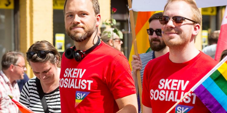 Audun-Lysbakken-i-Pride-parade-i-Oslo-2016.-Slik-parader-arrangeres-over-hele-Israel.-Forsok-a-arranger-en-slik-parade-i-Gaza-Lysbakken (foto: Tore Sætre, i Wikimedia Commons).