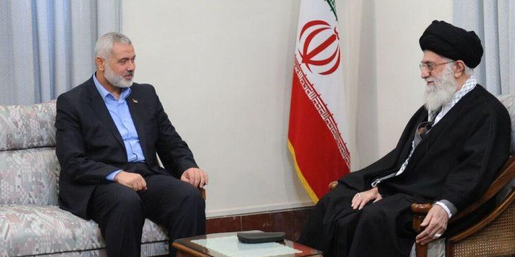 Ismail Haniyeh med Irans øverste leder Ali Khamenei.
