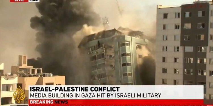 Skjermdump Al- Jazeera : Israel bomber pressehus i Gaza.