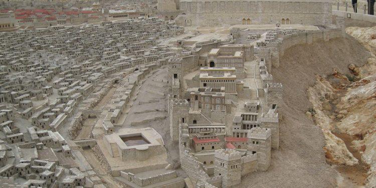 Kilde : Wikimedia Commons En modell av det gamle Jerusalem.  f