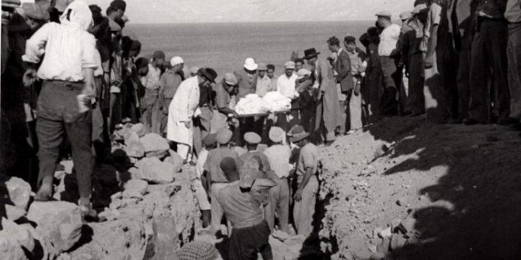 Begravelsen etter massakren på jøder i Tiberias i 1938.