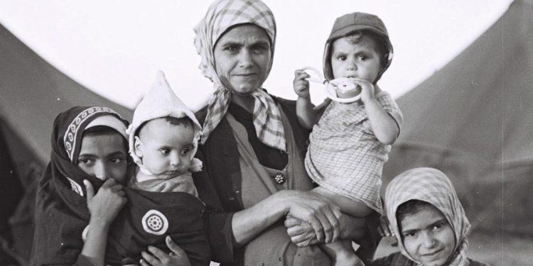 Jemenittiske jøder i flyktningleir i Israel 1949. Foto: National Photo Collection of Israel.