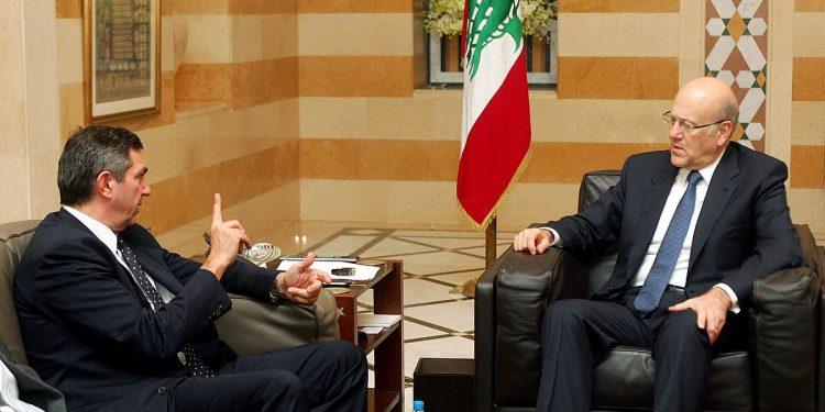 Mangemilliardær og Libanons nye statsminister Nijab Miktani (h) i møte med Hellas' utenriksminister. Foto: Υπουργείο Εξωτερικών/Flickr/Wikimedia Commons.