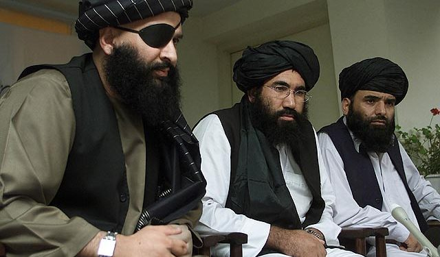 Talibans talsmann Suhail Shaheen (venstre i bildet). Foto: Jacob Freeze/https://www.flickr.com/photos/37773726@N08/4880514747.