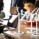 Windradmodelle auf Tisch