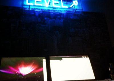 The Level neon