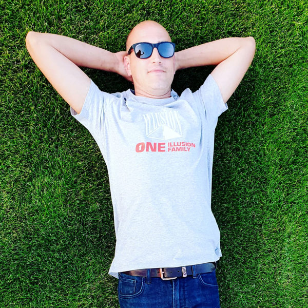 One Illusion One Family Grijs (DJ Seelen)