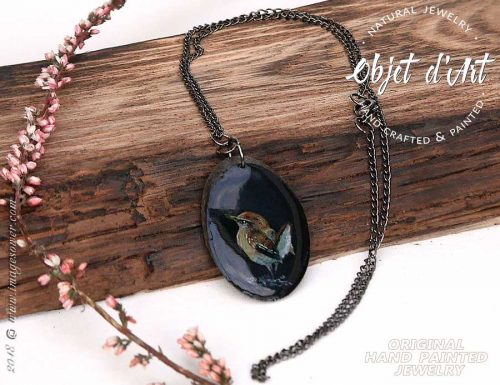 Beautiful wooden amulet with a thrush painting. Original hand-painted miniature painting, protected with a layer of jewellery crystal glass.