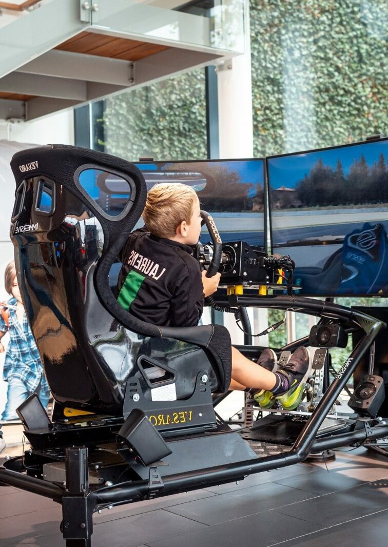 Triple monitor kinderen race simulator