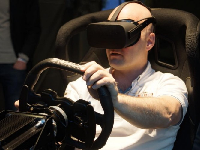 Virtual Reality Sim race experience beleven