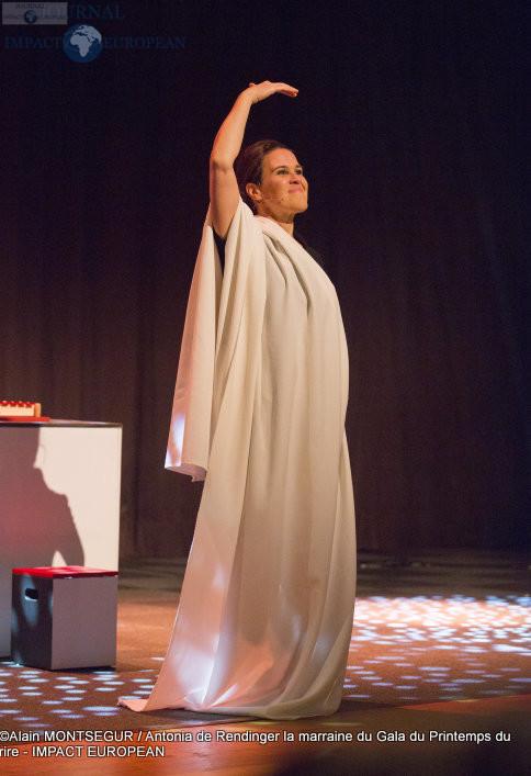 Antonia de Rendinger la marraine du Gala du Printemps du rire