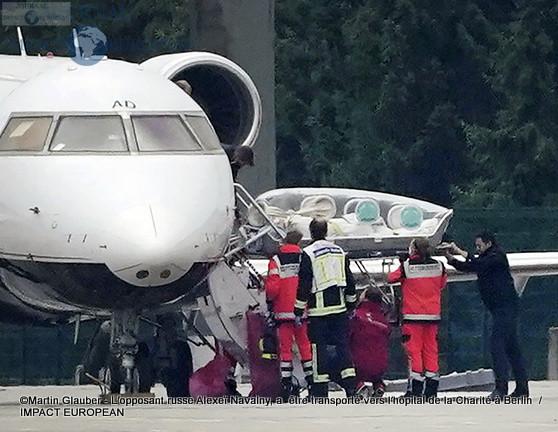 L'avion a atterri à l'aéroport Tegel avec à son bord Alexeï Navalny avec à son bord Alexeï Navalny