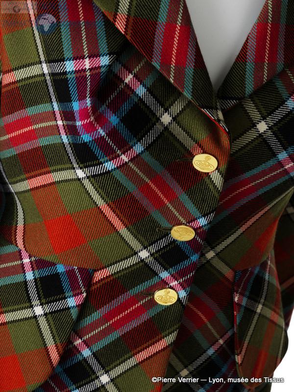 Vivienne Westwood. Veste, kilt et jambières. Collection Anglomania, automne-hiver 1994-1995 Collection Lee Price