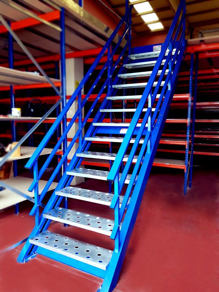 escalera para nave industrial