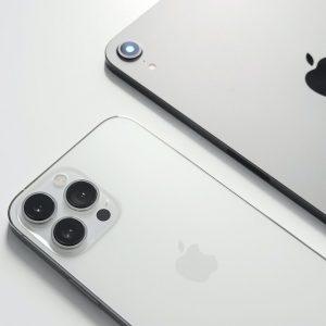 Kan een iphone 13 andere telefoons opladen