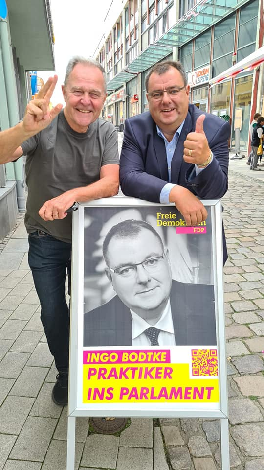 FDP Wahlstand in Merseburg mit Wolfgang Heubisch