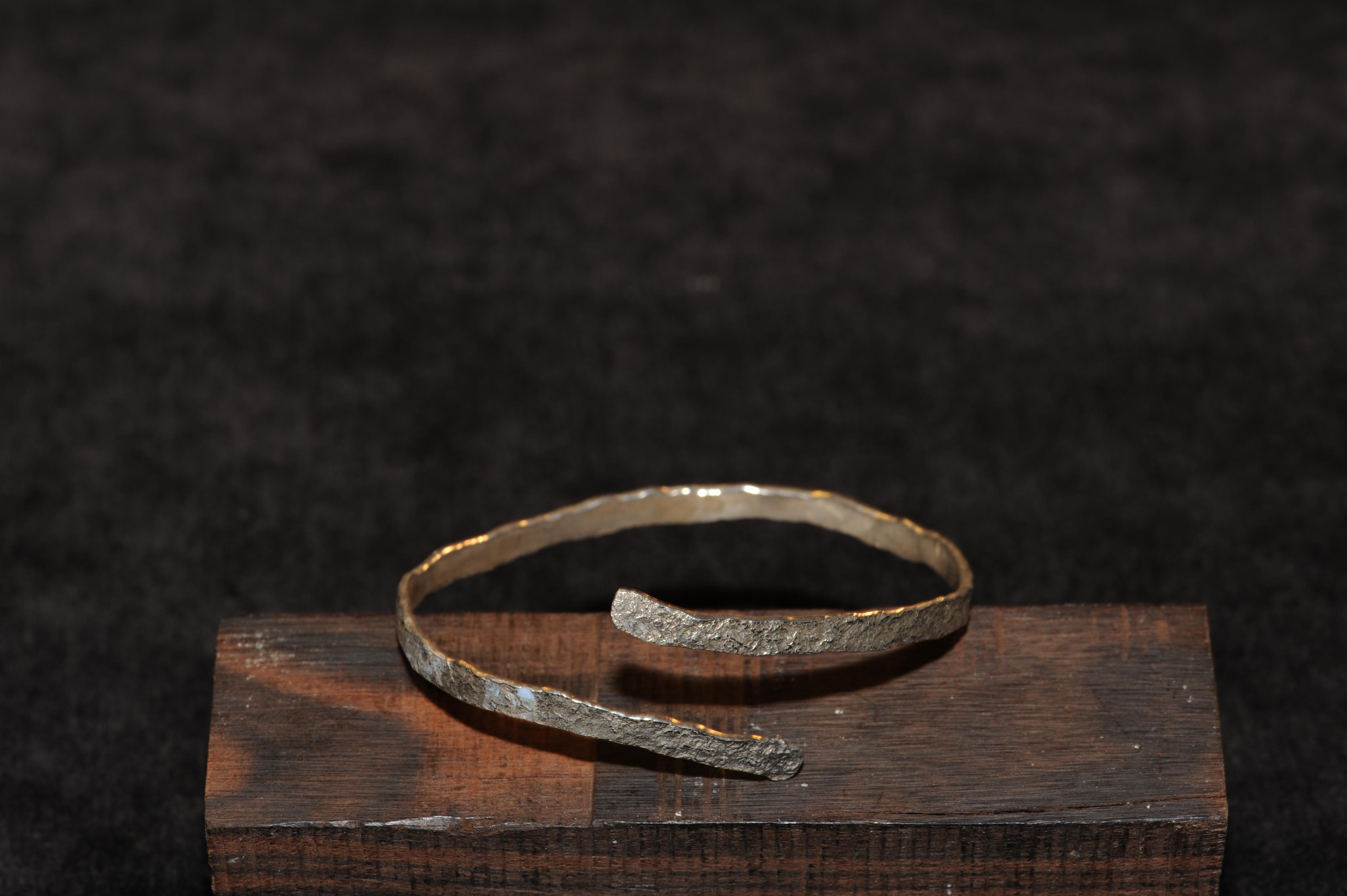 Armband, silver, mönster av gatusten