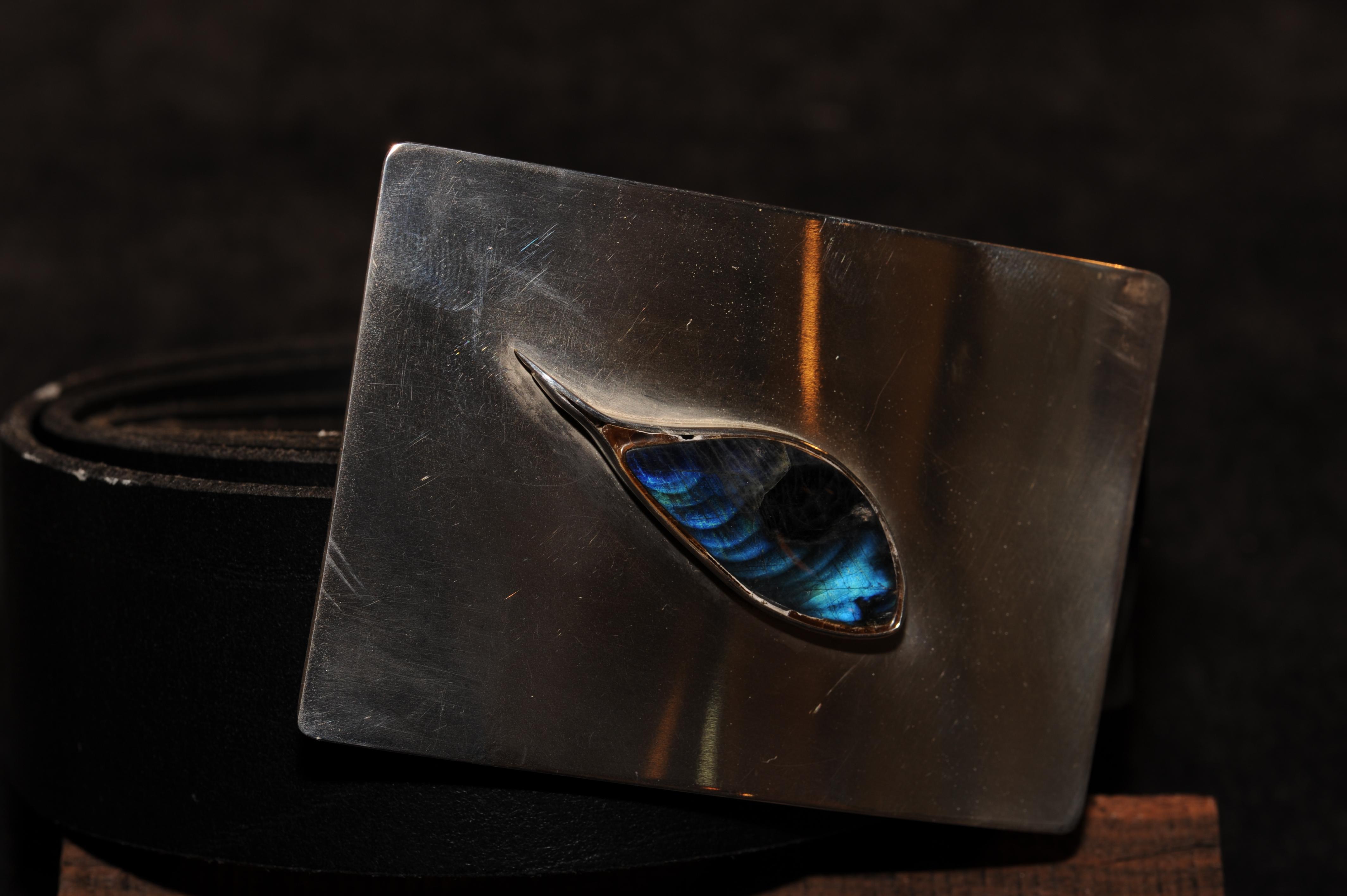 Bälte med spänne i silver och inlagd spektrolit