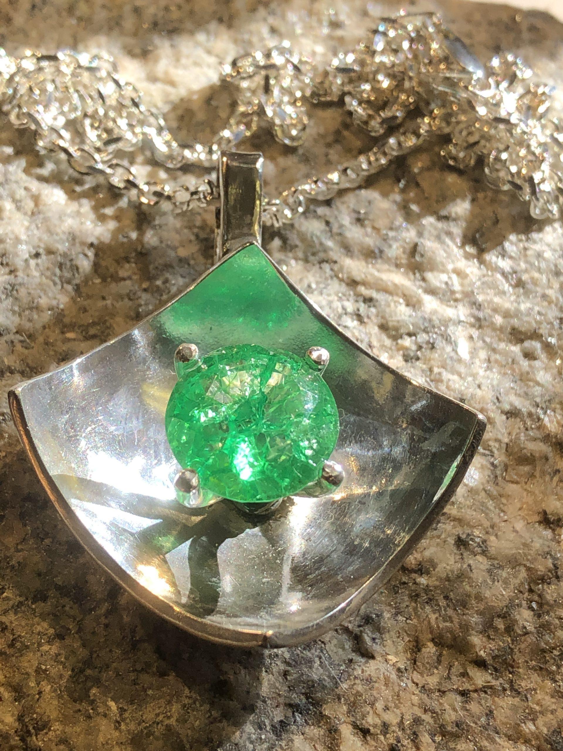 Silverhänge med D-smaragd