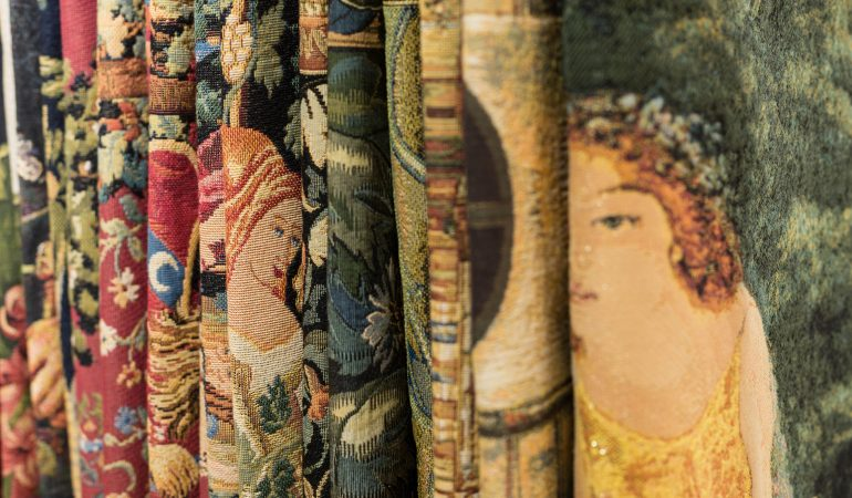Gobelin Kunstwerke tragbar gemacht – die Tapisserie geht neue Wege