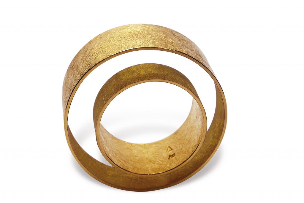 Achim Gersmann Ring Floater, Isabella Hund Gallery