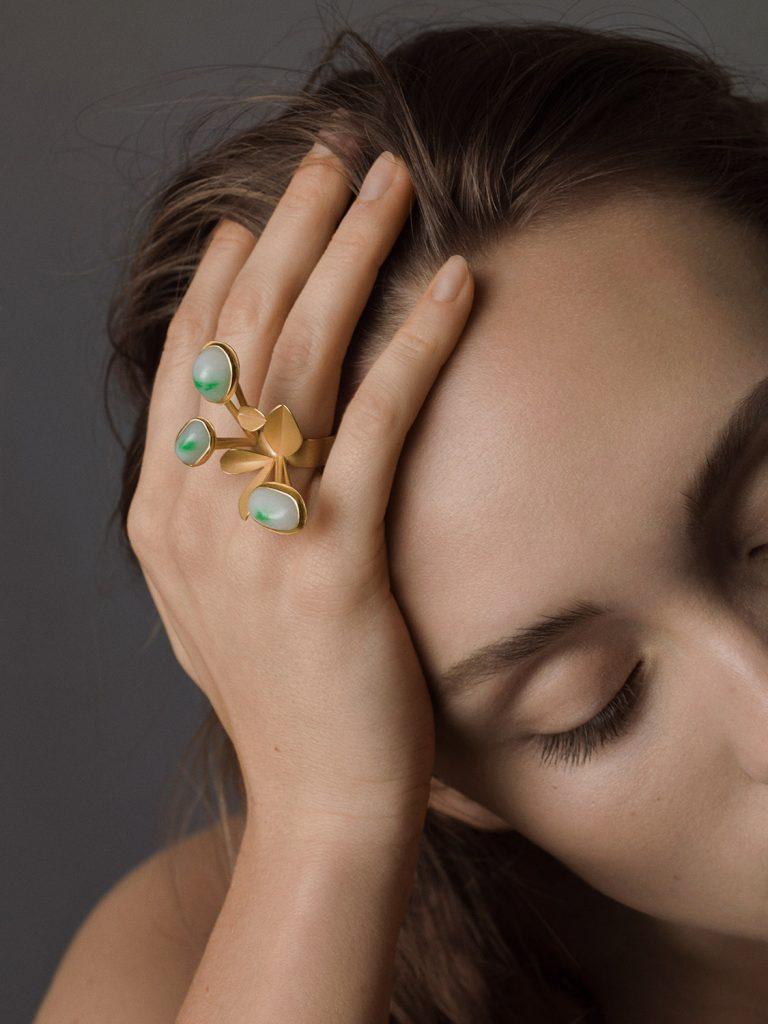 Rike Bartels, ring, o.t. gold 900, jade Foto © Oliver Spies