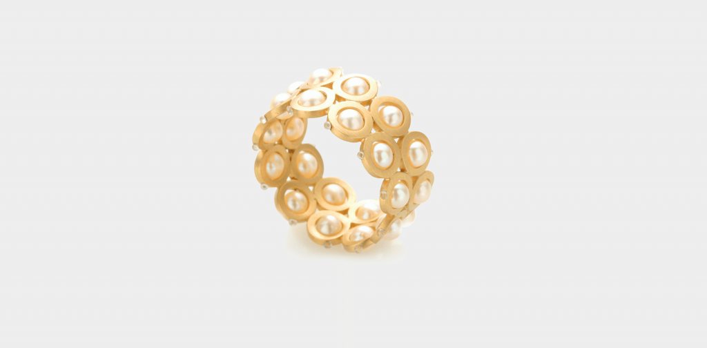Evelyn Vanderloock Ring, Isabella Hund Gallery