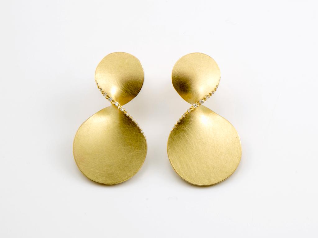 Iken Christiane Ohrschmuck Gold Brillanten, Isabella Hund Gallery