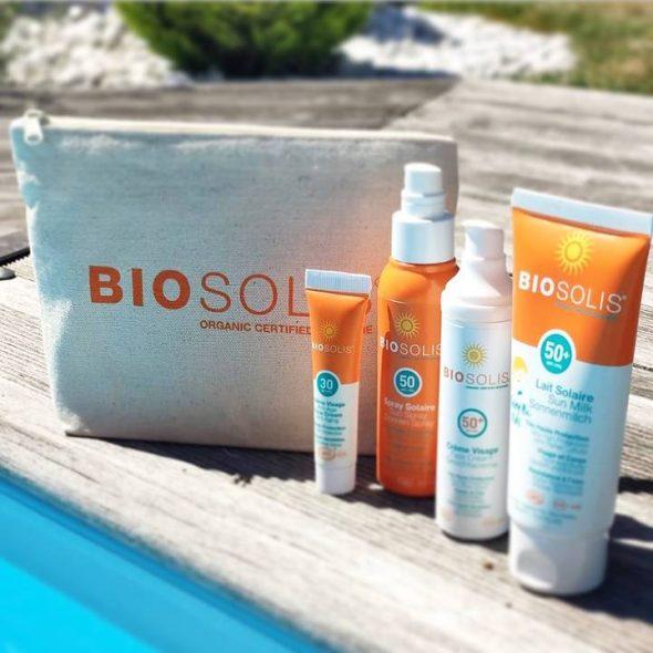 Viser flere produkter fra solserien til Biosolis ved bassengkanten