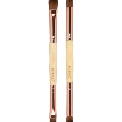 Viser to bambus børster med tilsammen 4 børste hoder, alt du trenger for å skape en fin øye look
