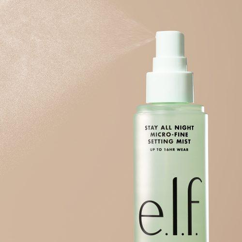 Viser sprayflaske med grønn setting spray fra E.L.F