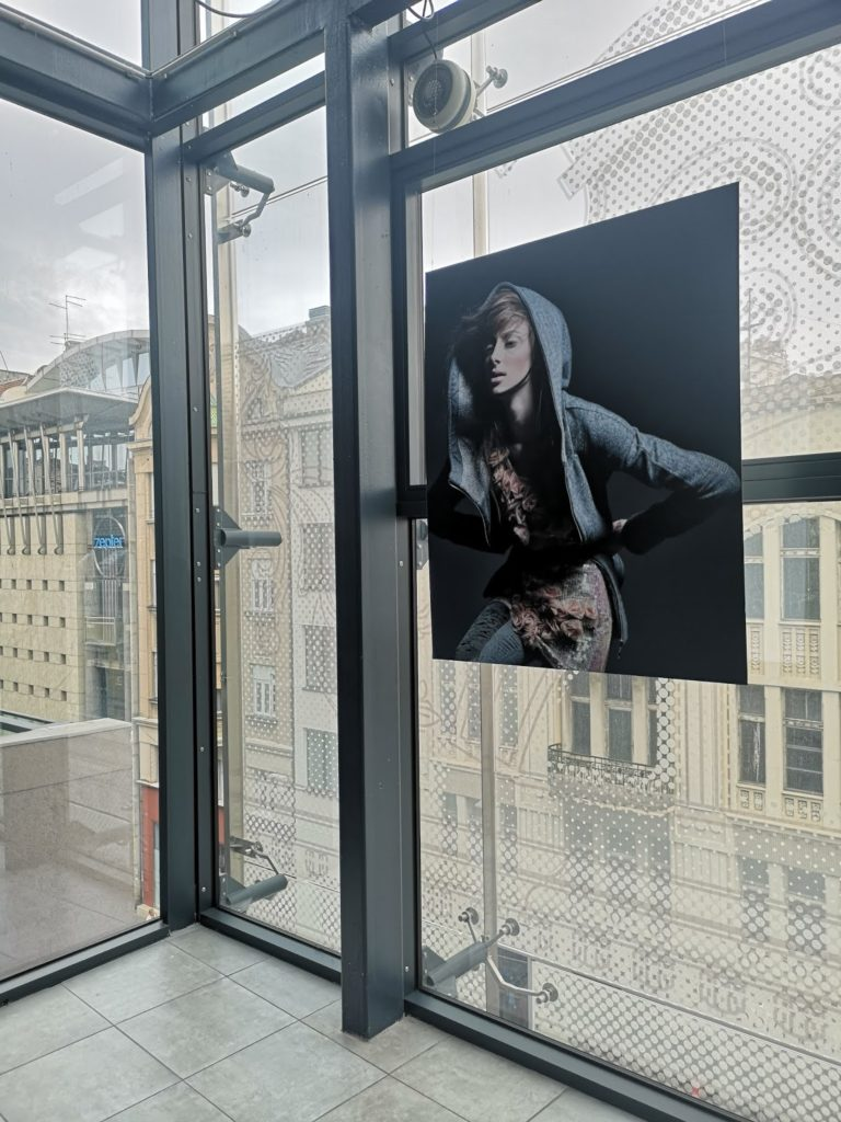 Iva Sokovic @  DOMACA AUTORSKA MODA  NA FOTOGRAFIJAMA MISE OBRADOVICA