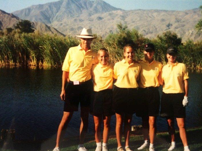 Här är vi efter att ha spelat Nationals (Amerikanska mästerskapen för collegelagen i golf) och vi hamnade på 15 plats av 20. Vi var ändå väldigt stolta då vi var 15:e bästa college lag i hela USA:-). Vi fyra spelare som var med var från vänster Coach John, Emma, Celeste, jag själv och Kristen.