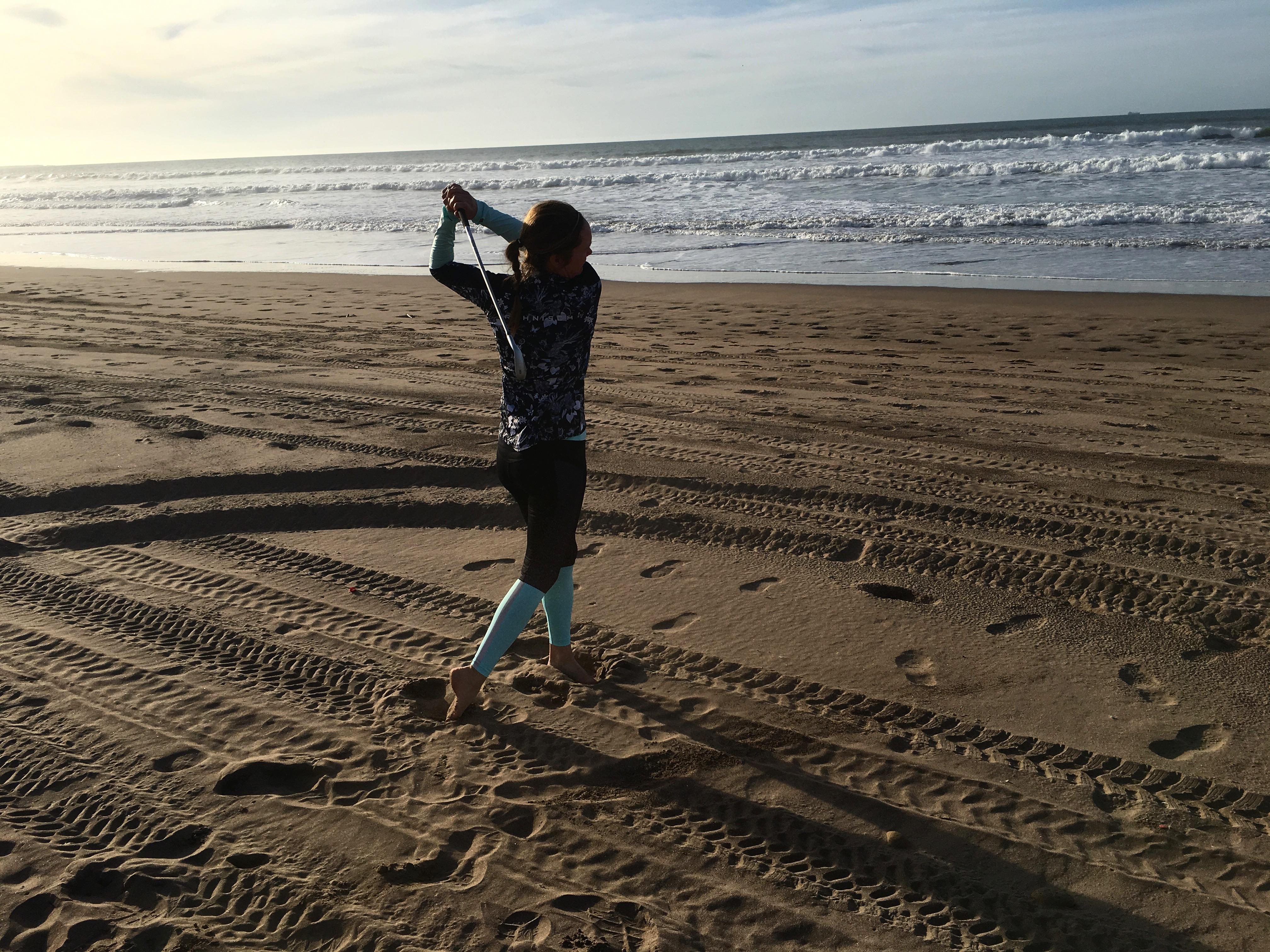 Jenny svingar på stranden
