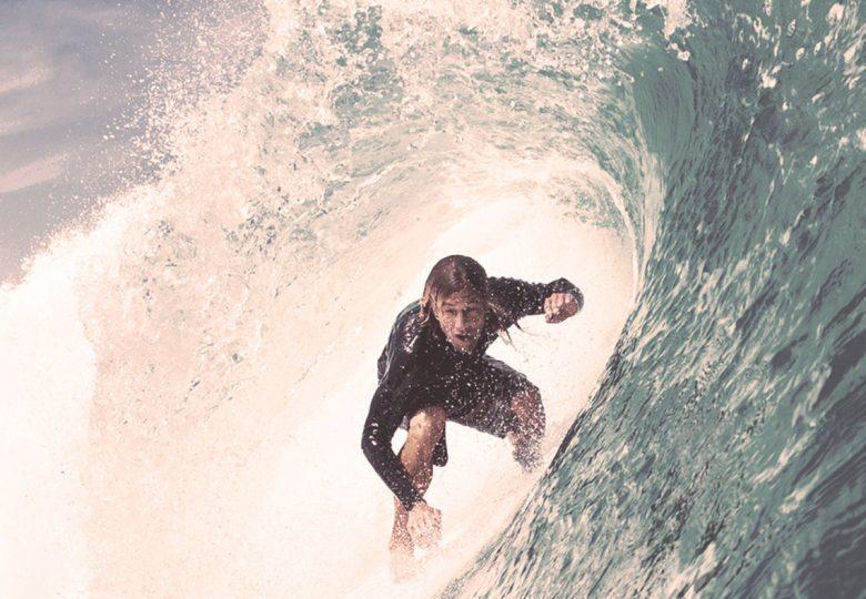 surfista en ola
