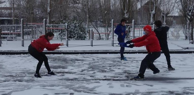 Krachttraining in de sneeuw