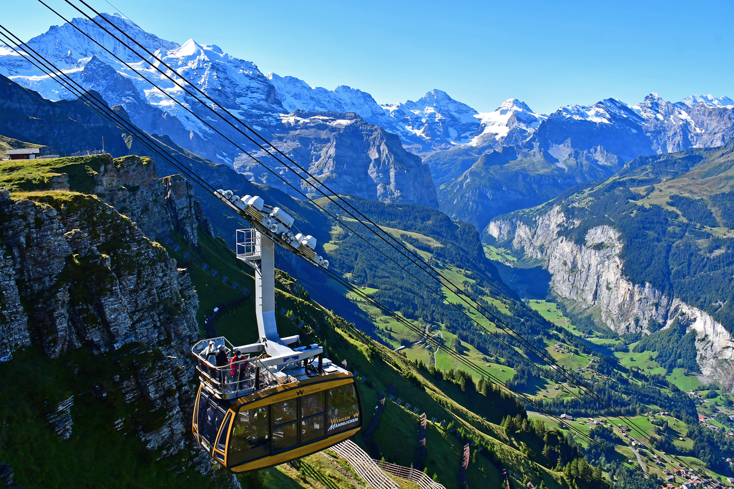Maennlichen cable car coming from wengen