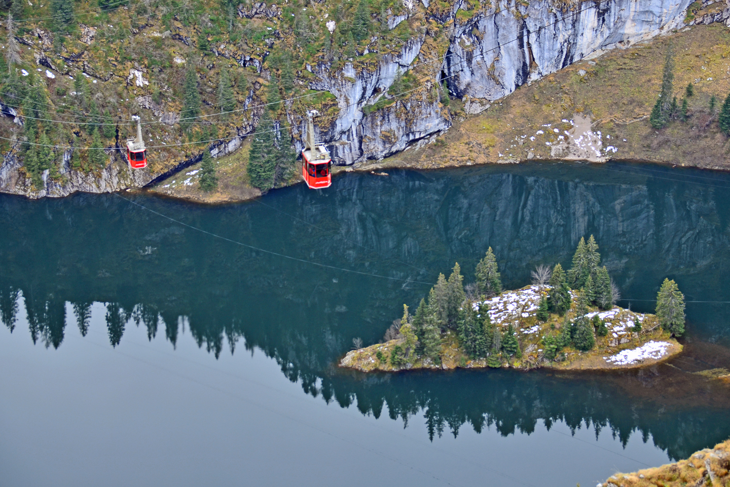 two Stockhorn cable cars above an alpine lake