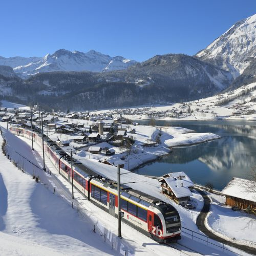 Winter wonderland with the GoldenPass Line between Interlaken and Lucerne