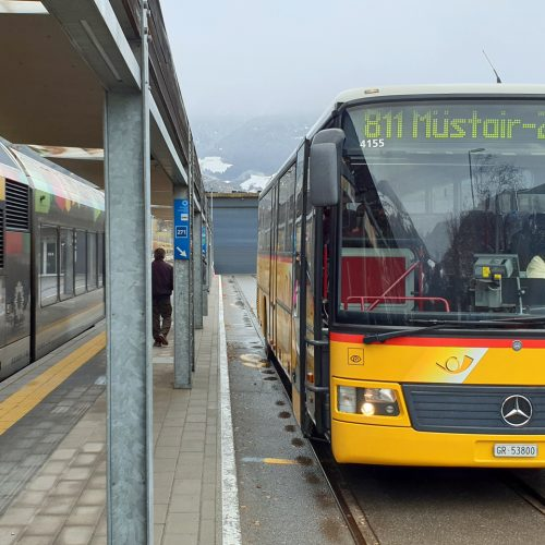 At Mals station: From the train to the Post Bus literally in less than 5 paces.