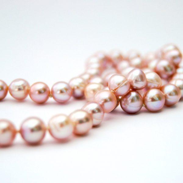 halssnoer van roze zoetwaterparels