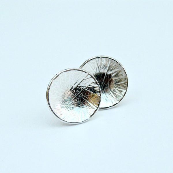 Zilveren oorstekers met lijntjesstructuur
