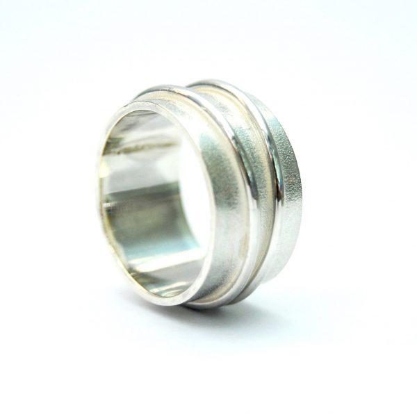 Gematteerde ring met dubbel bandje