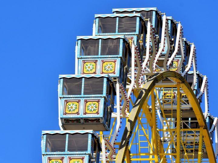 People on the yellow big wheel