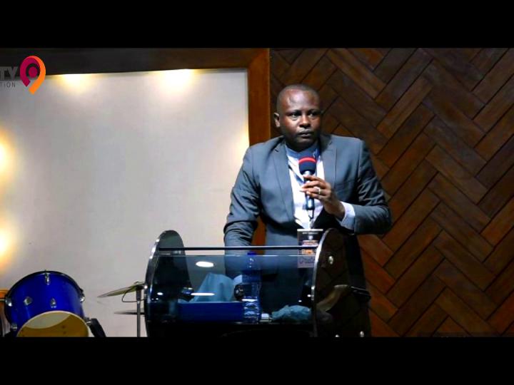 combattre pour sa destinée:pasteur Seraphin Mapesa