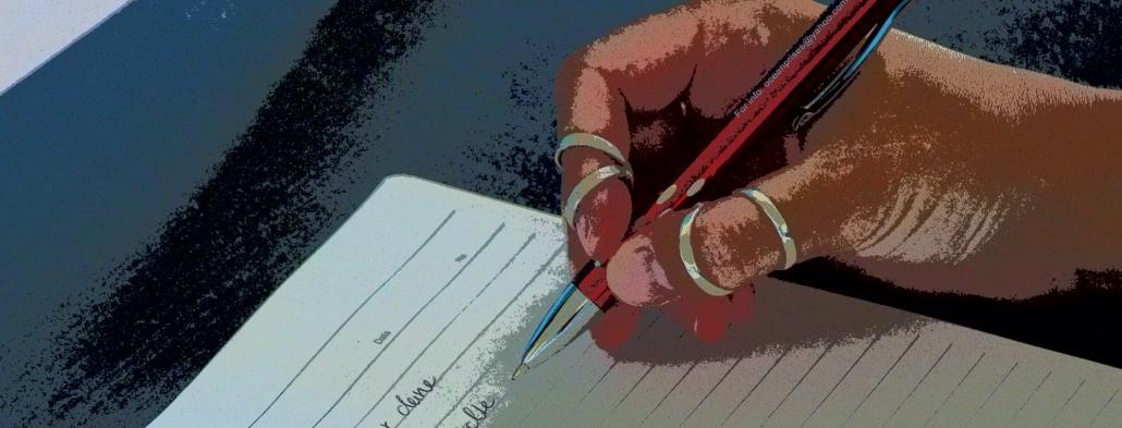 Dieses Bild zeigt eine Nahaufnahme einer Hand die mit einem Stift auf Papier schreibt.