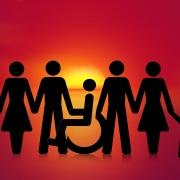 Schematische Darstellung von Menschen - weiblich und männlich - Kindern und einer Person in einem Rollstuhl.