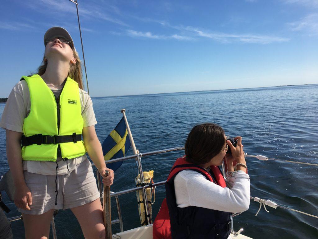 Barn på seglbåt
