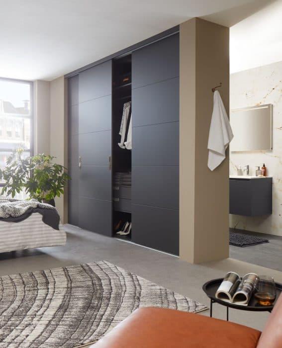 Kast op maat met moderne kastdeuren