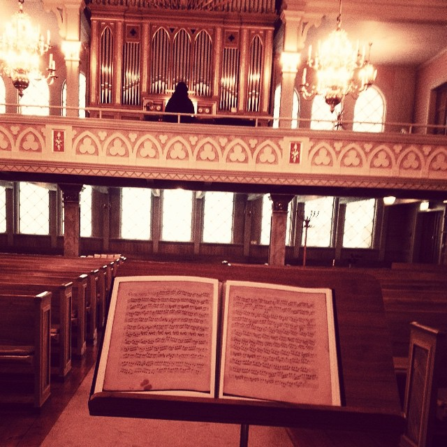 Repar Vivaldi med Kristina Shtegman inför konserten i Jokkmokks nya kyrka den 7 februari